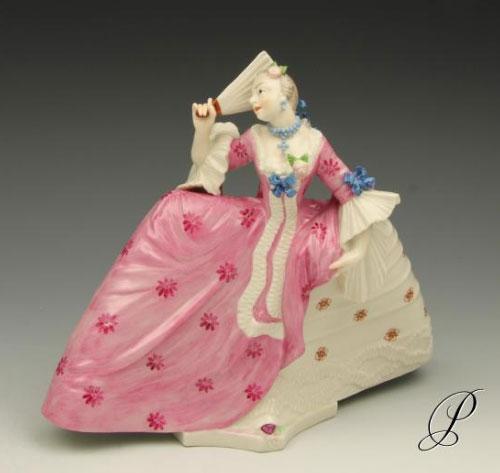 Nymphenburg Figur: Dame mit Reifrock