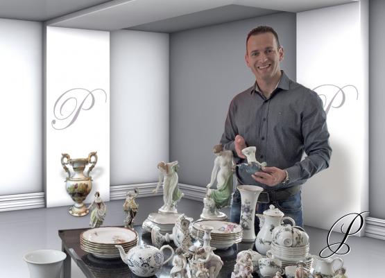Sven Zymelka mit Stücken aus seiner Sammlung